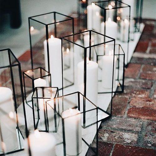 Stijlvolle zwarte windlichten voor een warm ontvangst en ter decoractie voor jouw kleur kaarsen naar wens. Set van 3 maten.